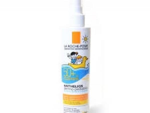 Anthelios 50+ Dermopediatrics spray application facile